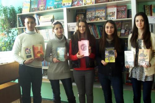 Екскурсія біля книжкової полиці про лауреатів літ.премій