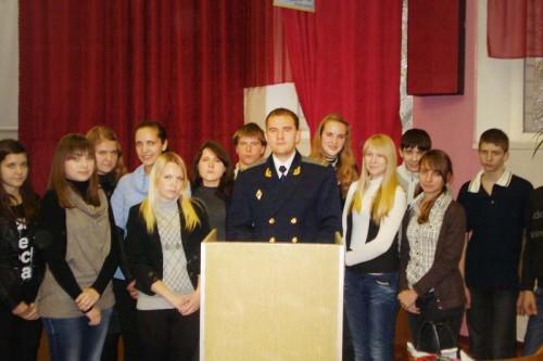 Зустрічі учнів школи з випускниками минулих років